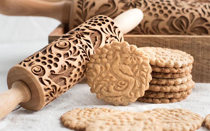 Rolling pin for patterned cookies
