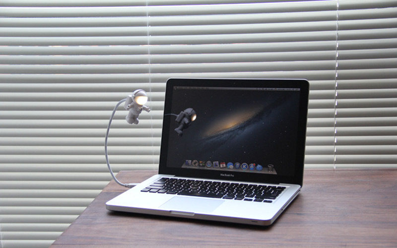 Spaceman Laptop lamp