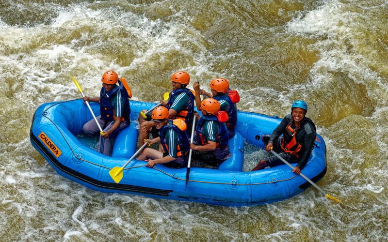 Kayak with Your Gang at Rogue River