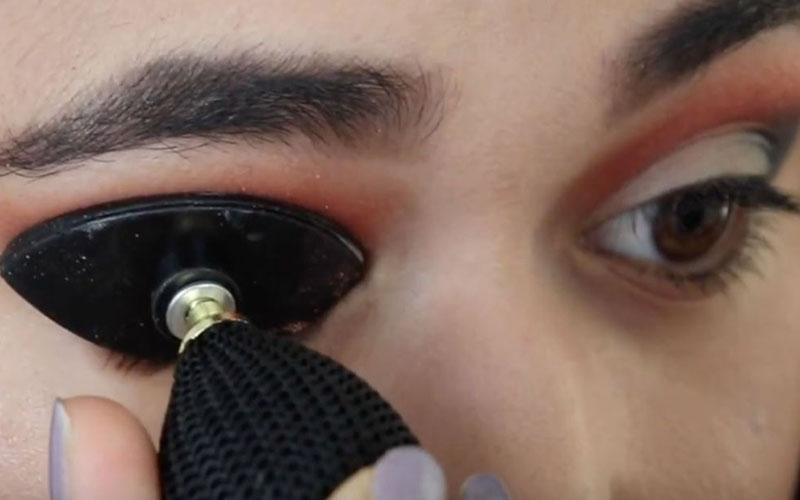 Easy Eyeshadow Applicator