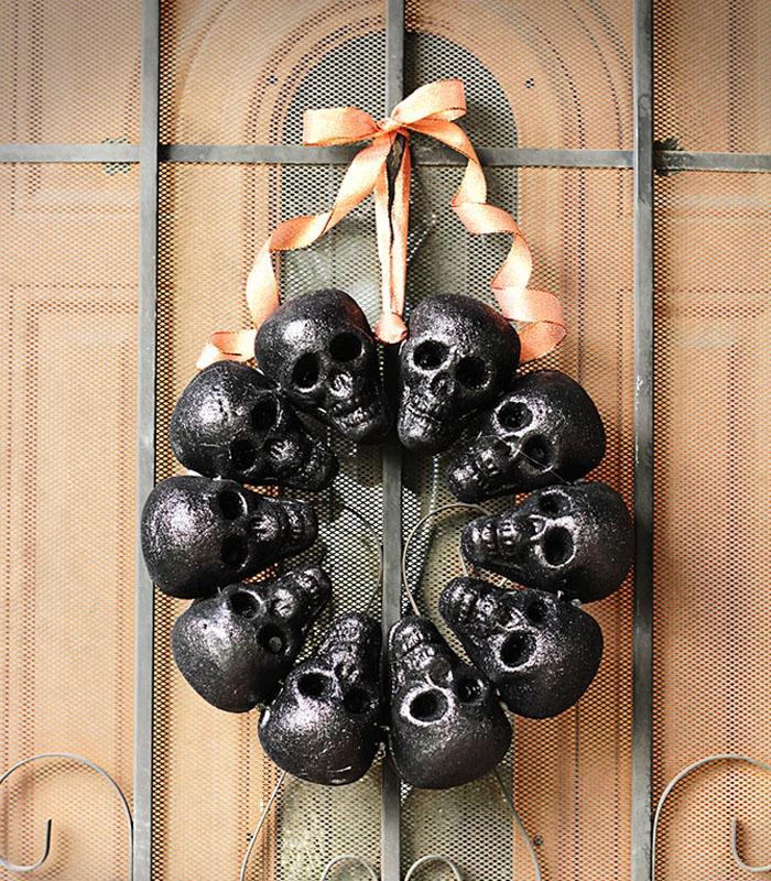 Creepy Skull Halloween Wreaths for Front Door Ideas