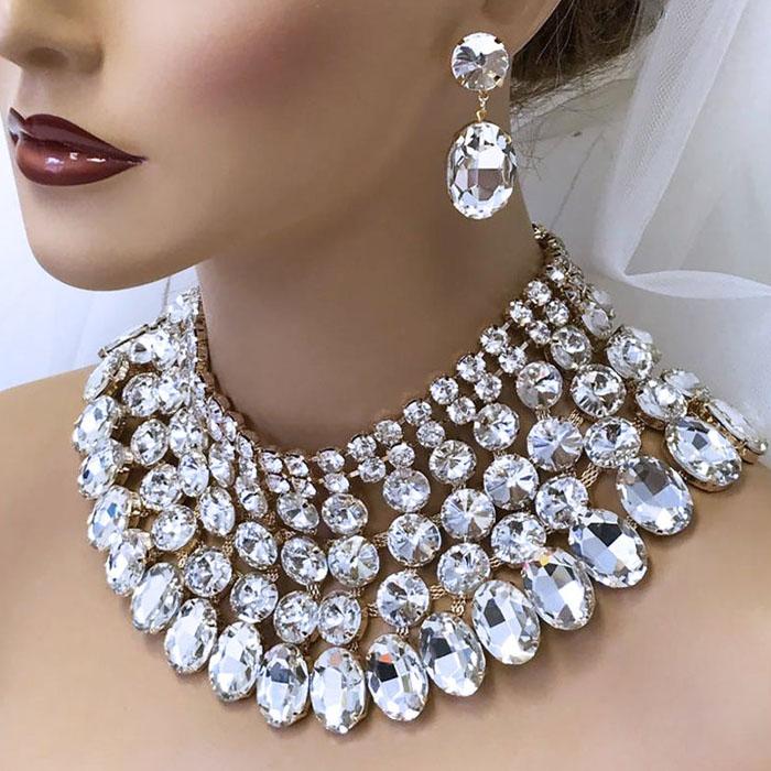 bib style necklace