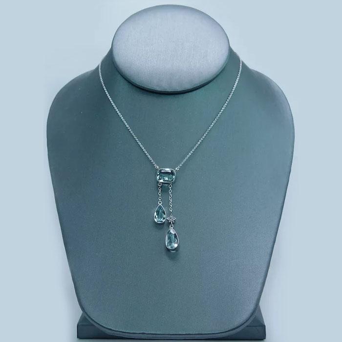 Define negligee necklace