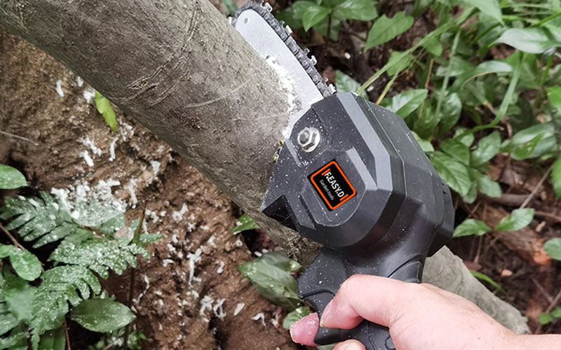 Rechargeable Handheld Mini Battery Powered Chainsaw