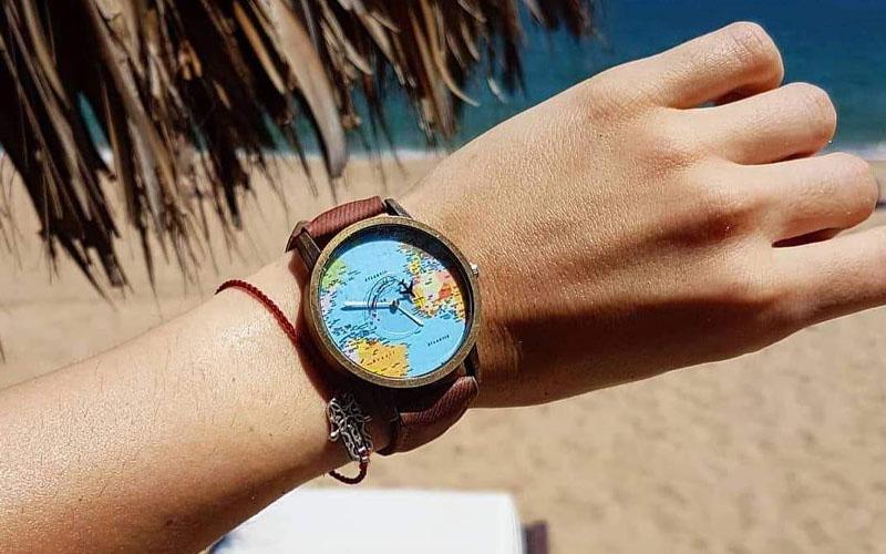 Vintage World Traveler Watch
