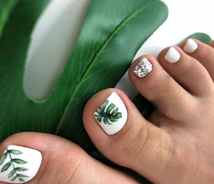 Leafy Toe Nails