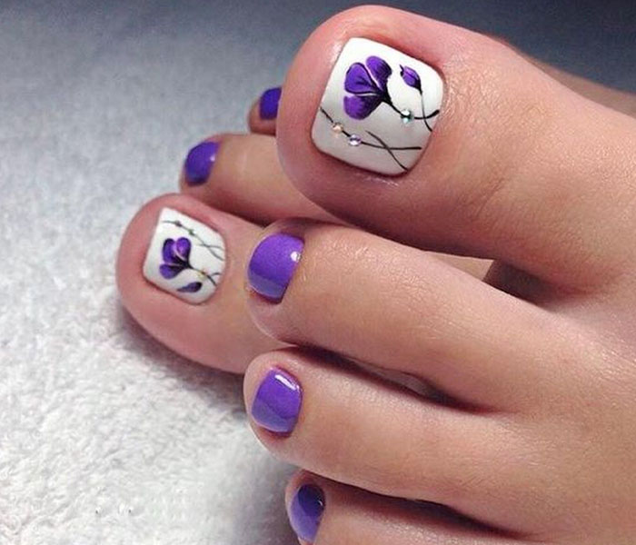 Vibrant Toe Nails for A Bright Day