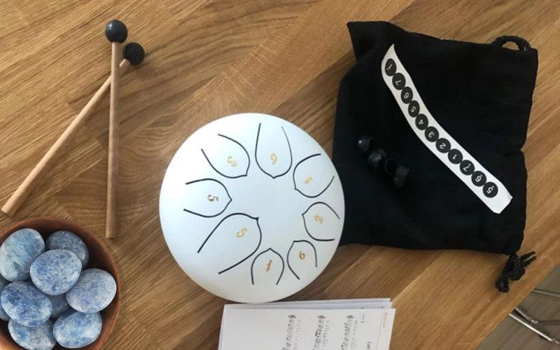 Singing bowl or playing music