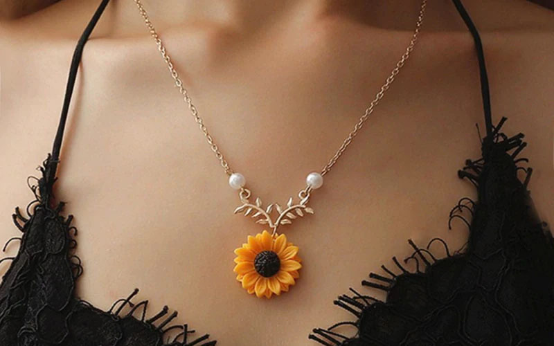 Zinc Alloy Sunflower Pendant Necklace With Leaves