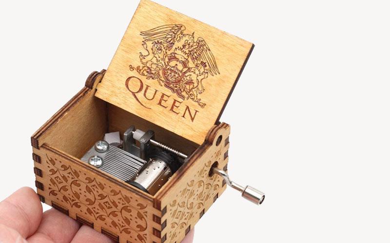 Hand-cranked Wooden Queen Music Box