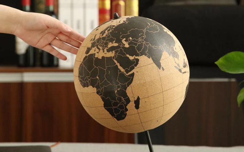 Small Travel Cork globe With Pins, 15 cm Diameter