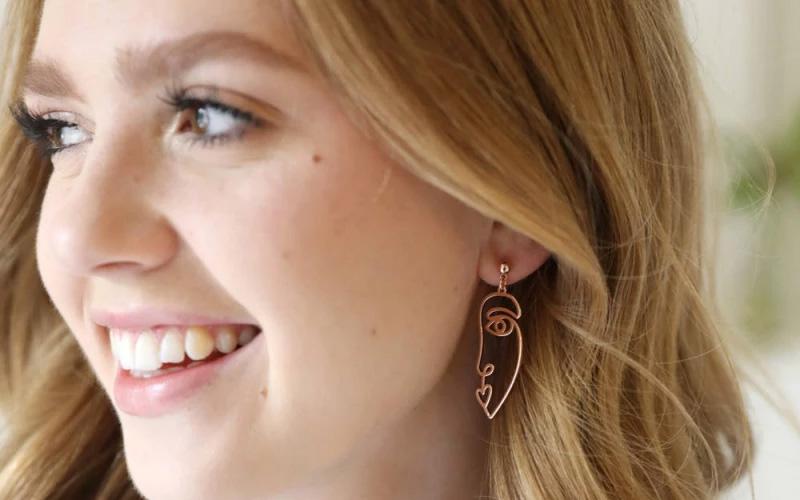 Zinc Alloy Wire Face Earrings