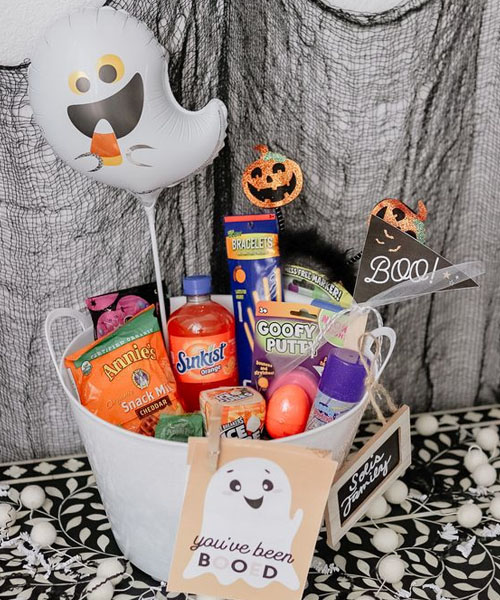 Laughing Casper and smiling pumpkin Halloween bucket