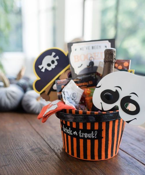 Small bucket with Halloween props