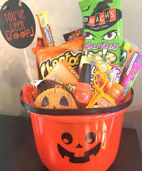 the simplest Halloween treat bucket